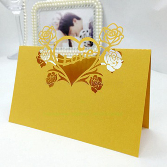 100pcs Laser Cut Gold Love Heart Flowers Paper Place Glass Cards Seat Mark Name Card Holder Wedding Party Decorations Supplier