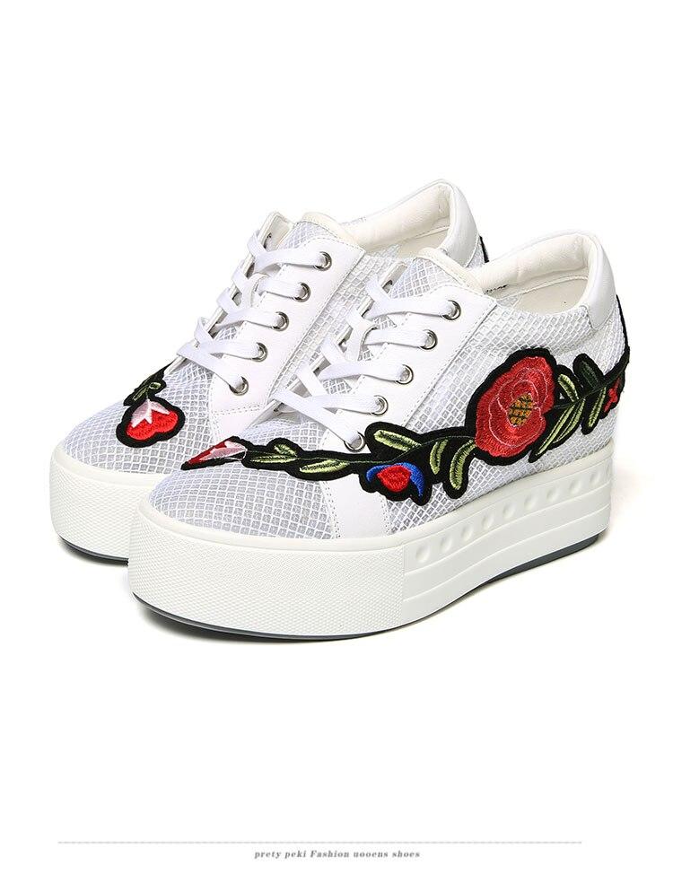 a0f27140a46477 forme Noir De Compensées blanc Mode Plate Pompes D'été Hauteur 2018 Chaussures  Marque Croissante Fleurs ...