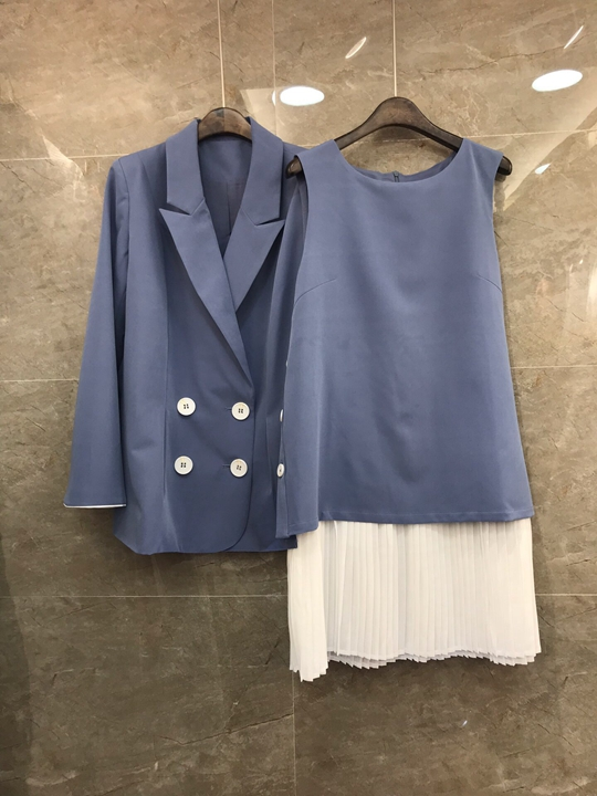 2018 Autumn and Winter New Women's Suit Collar Double Row long-sleeved top + Underlying Collar Vest Skirt Set 1227