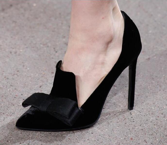 Лидер продаж; черные замшевые туфли лодочки с бантом бабочкой; женская обувь; женские модельные туфли с острым носком и глубоким v образным в