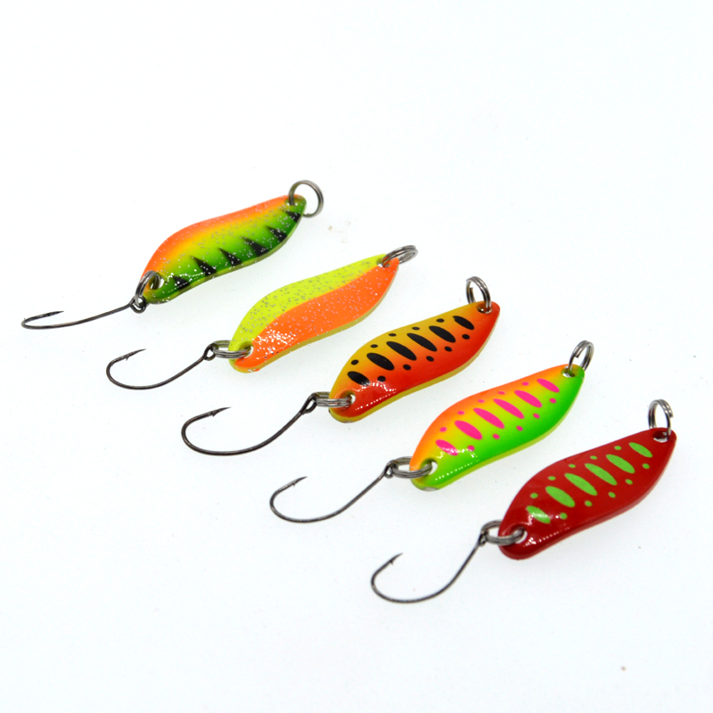 Image 2 - 5Pcs Spoon  3.5g Single Hook Multicolor Metal Spoon stream Fishing Lures Trout-in Fishing Lures from Sports & Entertainment