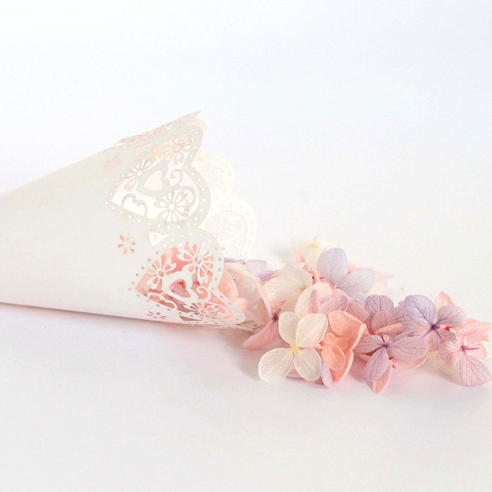 Image 5 - 50pcs Wedding Party Confetti Cones Petal Candy Placing Wedding Favors Stitch Heart,Flower Border Paper Cones Gift Packing Paper-in Gift Bags & Wrapping Supplies from Home & Garden