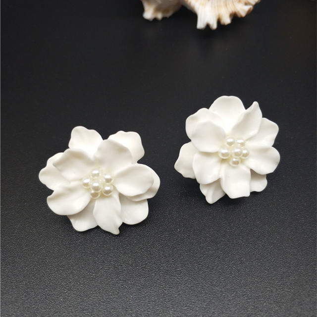 New fashion big white flower earrings for women 2017 jewelry bijoux new fashion big white flower earrings for women 2017 jewelry bijoux elegant gift mightylinksfo