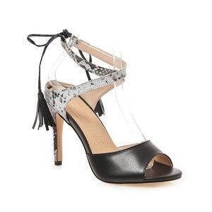 Image 2 - 플러스 사이즈 48 브랜드 캐주얼 여성 샌들 여름 2019 핫 앵클 스트랩 하이힐 샌들 화이트 블랙 숙녀 웨딩 파티 신발