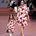 Vestido de natal vestidos filha da Mãe de Família roupas combinando Mãe Do Bebê Dos Miúdos Menina olhar Família roupa Vestidos de Manga Longa de Impressão
