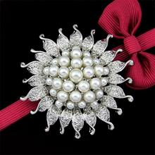 Sunflower Alloy Pins And Brooches For Women,Brooches For Scarf And Sweater Women's Hats Icons Rhinestone Brooch Female Cardigan