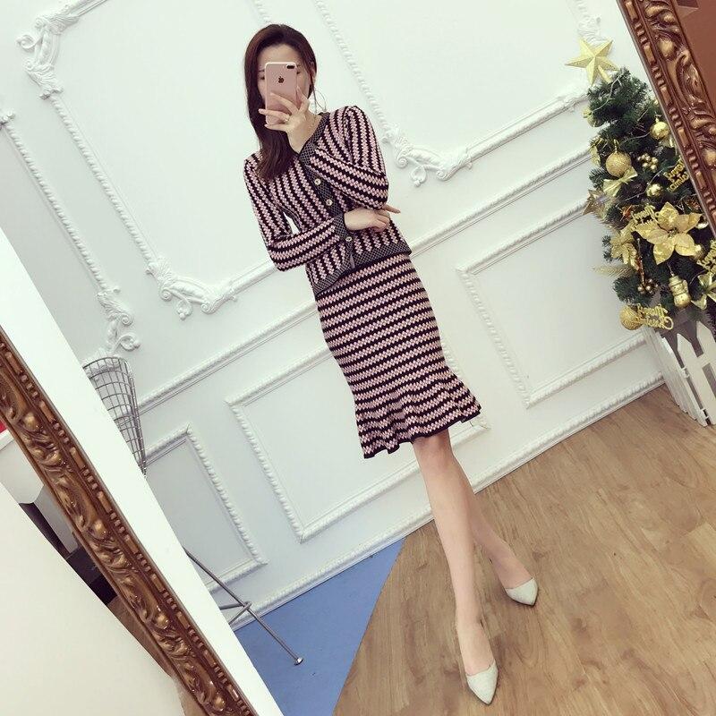 2017 office элегантные дамы вязать кардиганы + шаг юбка 2 шт. костюмы короткие тонкий полосатый свитер топы и мини-юбки наборы