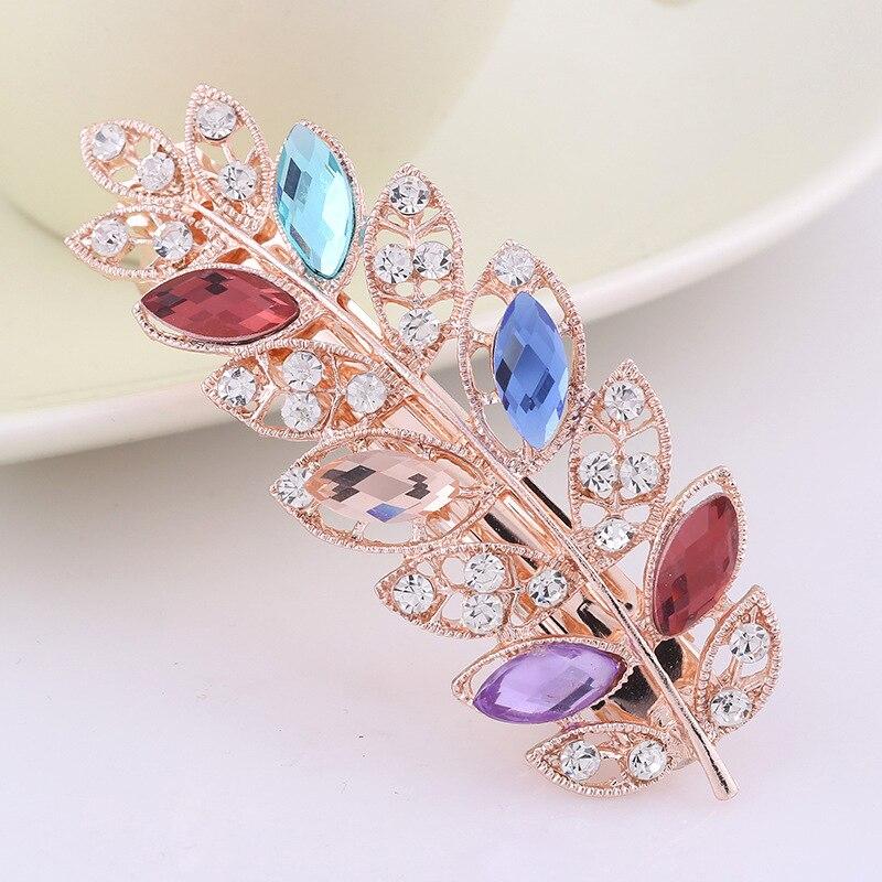 Envío libre clip de pelo para las mujeres cristal shinning Diamantes con  piedras falsas flores pelo de la horquilla del barrette del clip Accesorios  para ... 43684eca7c04