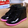 Мода нового прибытия красочные дождь сапоги водонепроницаемые плоские туфли женщина дождь женщина вода цветок резина ботильоны поскользнуться на botas
