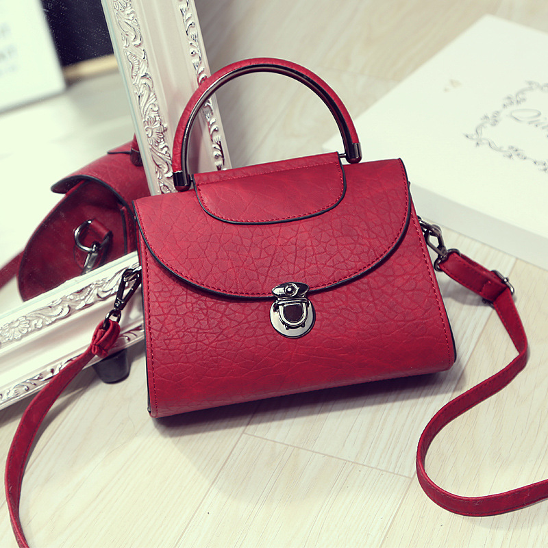 Vintage Clasp Handbag 2017 Retro Shell Messenger Bags Women Luxury Brand  Vintage Designer Handbags Small Bags for Girls 54ebb4f778
