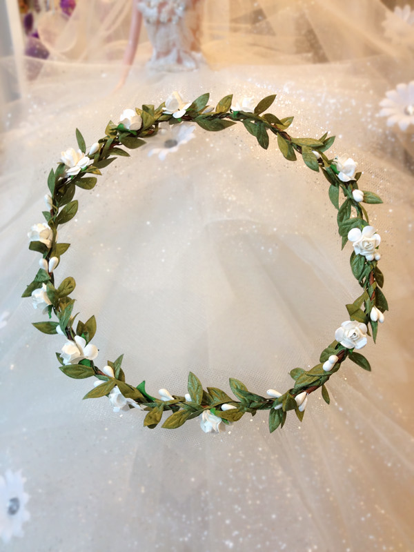 2018 10PCs New arrival dainty delicate white rose and white pip berries flower crown Leaves headband floral