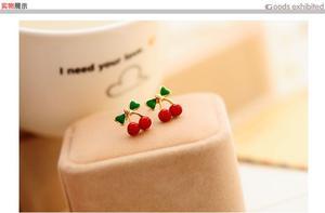 Серьги-гвоздики с эмалью в виде фруктов