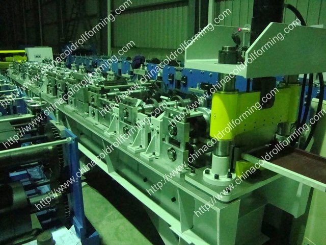 Steel roofing sheet forming machine