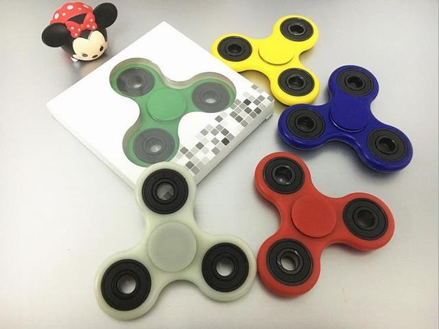 Tri-Непоседа Игрушки Пластиковые EDC Руки Spinner Spinner Для Аутизма и СДВГ 12 Стилей Беспокойство Стресса Фокус Игрушки белый/Черный