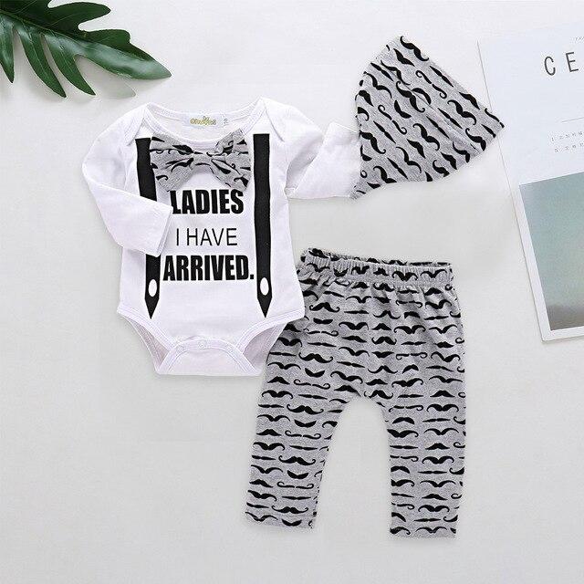 Recém-nascidos Meninos Roupas de Bebê Define Senhoras QUE EU Tenho Chegam Bodysuit + Calça + Chapéu 3 pces Ajustados para 2018 Chrismas conjuntos de Roupas de bebê