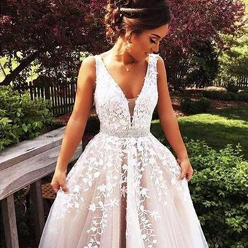 V Neck Wedding Dresses Light Champagne Floor Length Applique Open Back Sleeveless A Line Backless Bridal Dress Vestido De Noiva 2