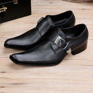 Moda Couro Genuíno Fivela de Metal dos homens Sapatas de Vestido de Casamento Formal Do Escritório Homem Negro Apontou Negócios Toe Sapatos De Luxo 38-46