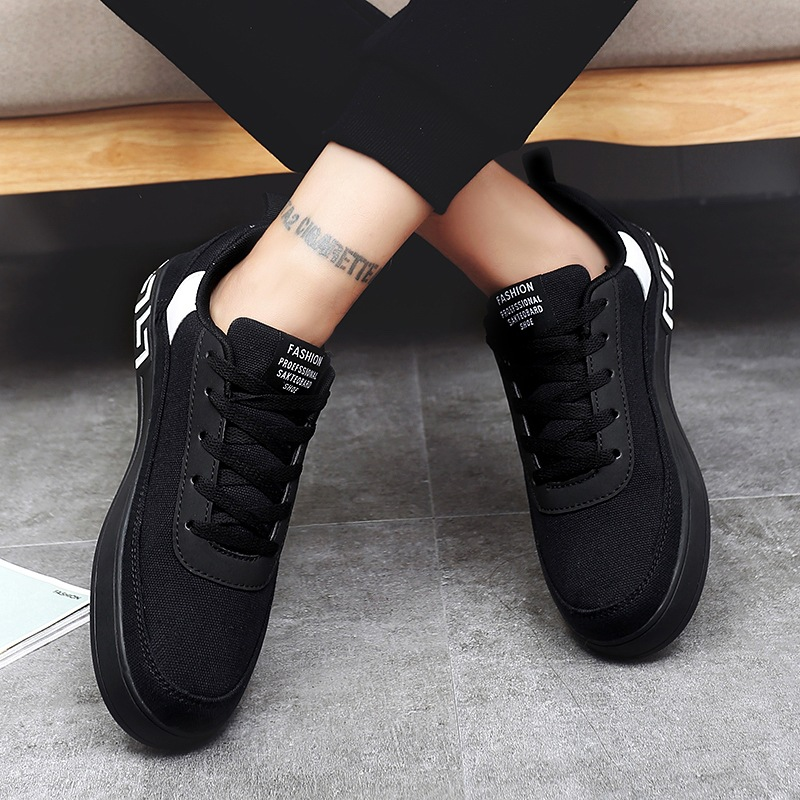 Women Vulcanized Lace-up Sneakers  1