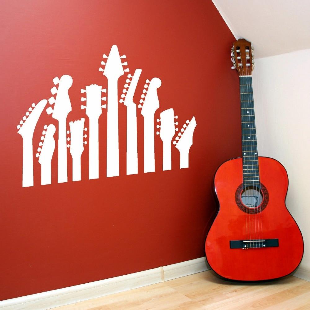 постер в интерьере с гитарой греков салат