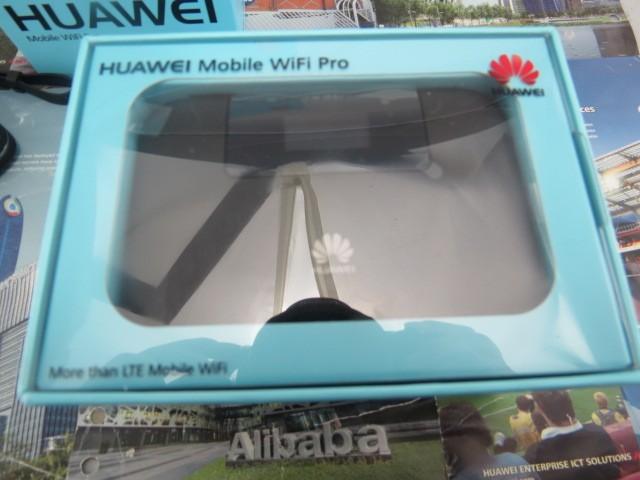 HUAWEI E5770s-320 4G LTE Mobile a 150 Mbps WiFi Pro w/Puerto Ethernet y el Banco de Potencia. Blanco/negro