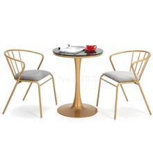 Скандинавский стул Ins креативный простой обеденной стул сочетание молочного чая магазин Досуг маленький круглый стол Железный балкон Золотой Стол