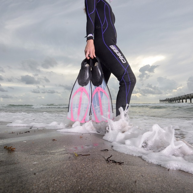 Cressi Pluma Diving Fins Snorkeling Swimming Flipper Long Blade Fin Super Comfort for Adults Blue Pink Black