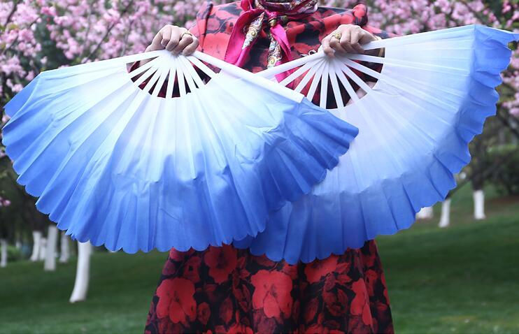 """1 Paar 42 Cm (16.53 """") Vrouwen Buikdans Fan Sluier Plastic Floding Fan Folk Danser Hand Fan Extra Dikke Kleurverloop Gratis Verzending Goede Metgezellen Voor Kinderen Evenals Volwassenen"""