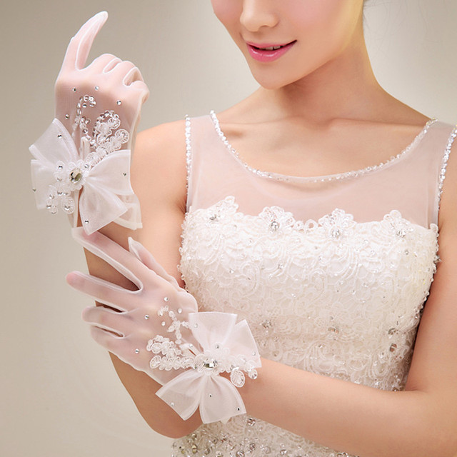 Luxury Rhinestones Short Wedding Gloves 2016 Latest Accessories White Wrist Fingers Bridal Glove Bow Beaded