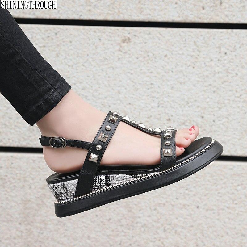 Sapatas das mulheres cunhas Sandálias T cinta-rebites menina mulher estilo sapatos de salto alto plataforma de Verão Sapatos casuais Mulher