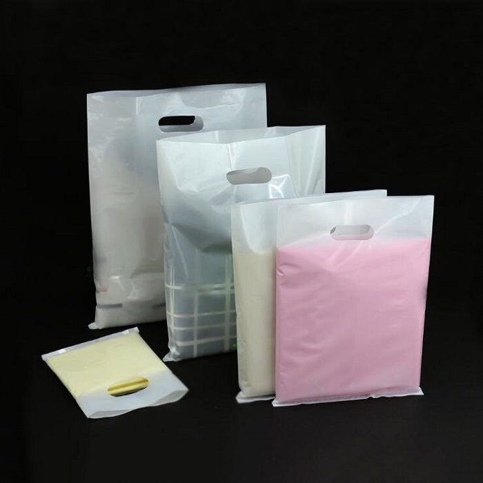 50pcs lot Personalized logo White plastic bags with handle,white shopping  bag for clothes c0d99ab8e5