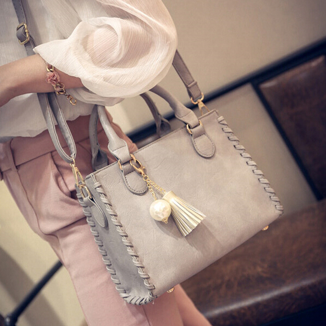 Free shipping, 2017 new woman handbags, trend leisure messenger bag, simple Korean version women bag, tassel ornaments flap.