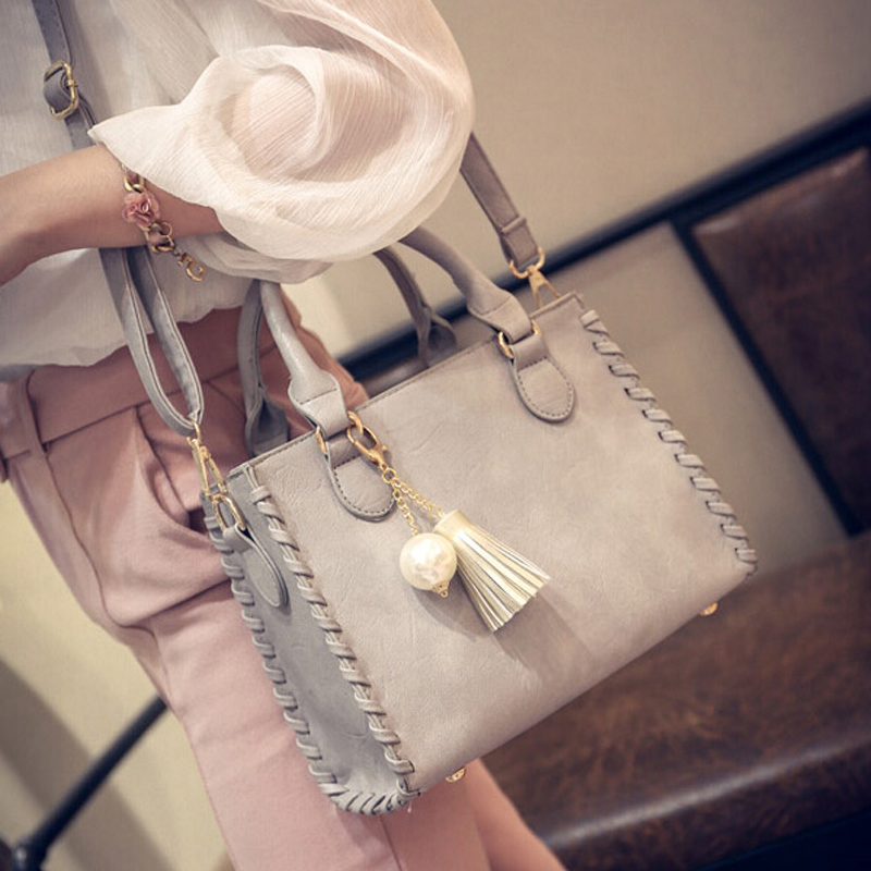 Free shipping, 2018 new woman handbags, leisure simple messenger bag, trend Korean version women bag, tassel ornaments flap. hot new korean women fashion brand clutch bag tassel trend leisure xiekua package small mobile phone bag free shipping a023