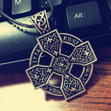 New 2016  Elder Futhark Sunwheel Solar Cross Pendant Norse Viking Rune Pewter Necklace Pendant  Free shipping