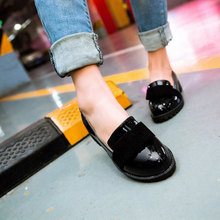 New Round Toe Slip-on Women Loafers Fashion Bow Patent Leather Women Flat Shoes Ladies Casual Flats Big Size 34-43 Women Oxfords
