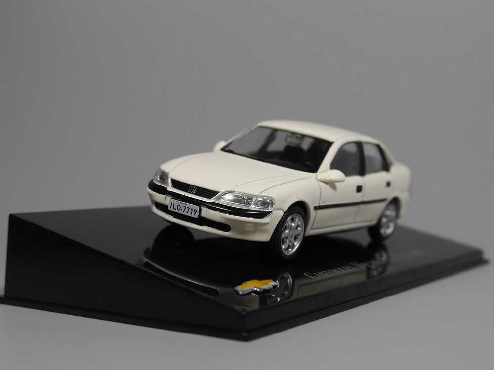 Auto Inn - ixo 1:43 Chevrolet VECTRA GLS 2.2 1998 Diecast model car