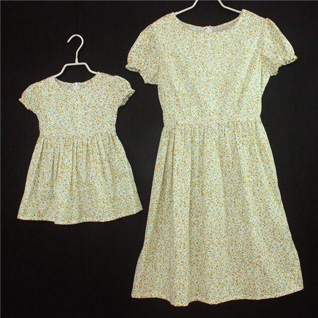3ec147ad9 Familia trajes a juego suave de algodón cabritos del vestido floral de la  vendimia de manga corta madre hija ropa niños niñas vestidos casuales en ...
