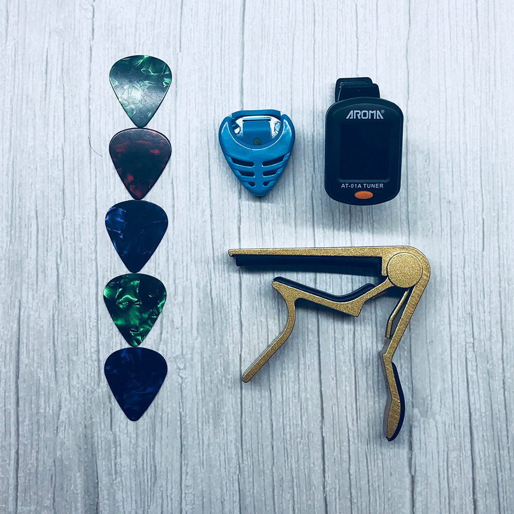 Outil Kit Guitare Tuner + Capo + Porte-Plectre + 5 Celluloid Picks Tuning Capotraste Médiateur Cas Guitarra Pièces Accessoires