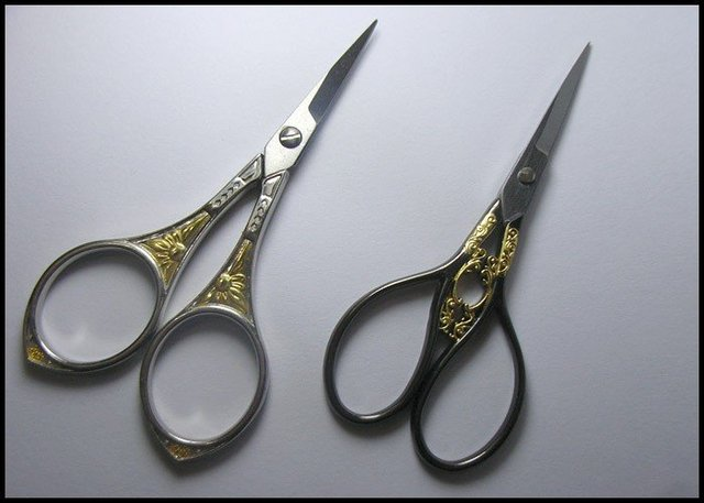 2 Pieces DECORATIVE EMBROIDERY cross-stitch SCISSORS