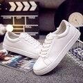 2016 diseñadores de la marca de moda zapatos casuales hombres zapatos estudiante Coreano corredores movimiento blanco zapatillas de deporte para hombre
