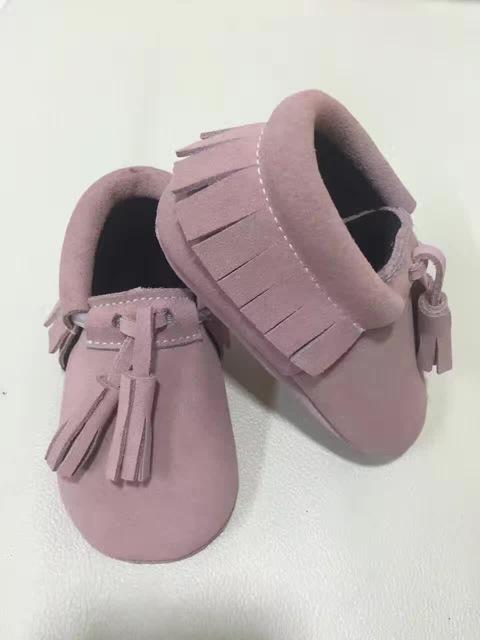 Suede zapatos de bebé dos borlas de primer caminante del bebé caliente del invierno zapatos de la muchacha zapatos mocasines niños franja niño moccas suaves para niños zapatos