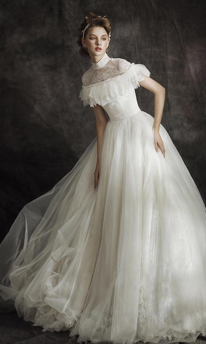 Sexy Vintage Wedding Dress High Neck Lace Wedding Gowns Black