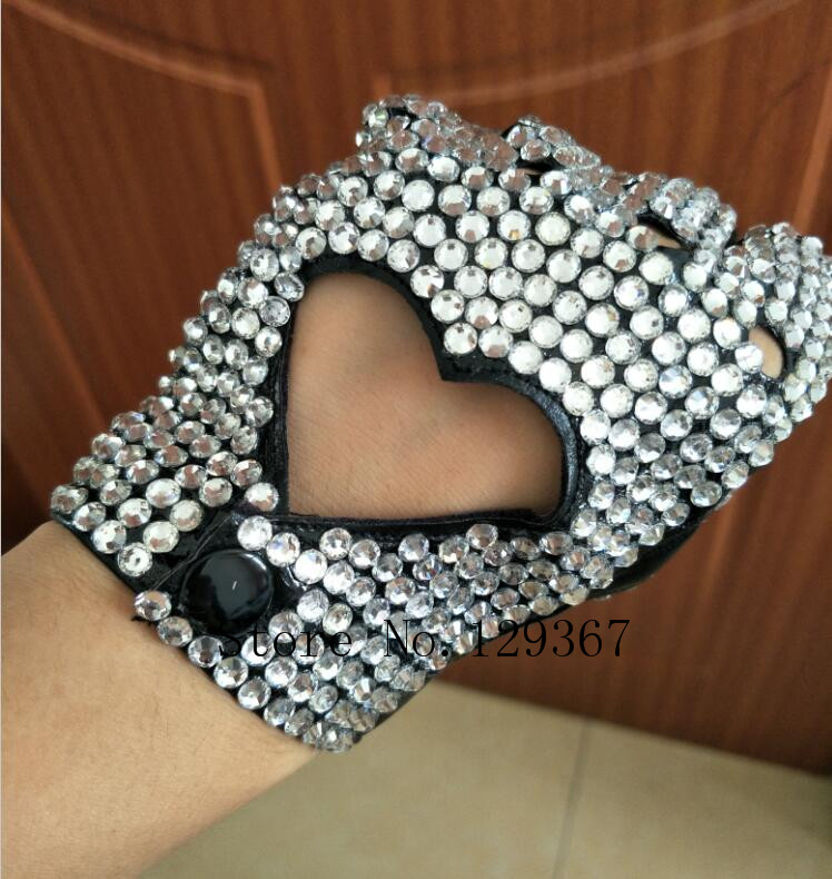 Women's Fashion Semi-finger Faux PU  Leather Sexy Fingerless Heart Cut Out Rhinestone Gloves Lady's Hip-hop Dance  Gloves