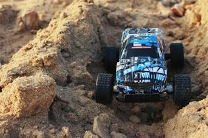 Image 5 - New 1:18 RC Car 2811 2.4G 20KM/H High Speed Racing Car Climbing Remote Control