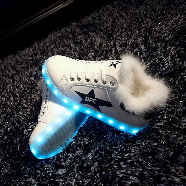 818183edb5a4b8 Yeafey Hiver Neige Bottes pour Filles Led Chaussures Baskets Lumineuses  femme Blanc De Fourrure En Peluche