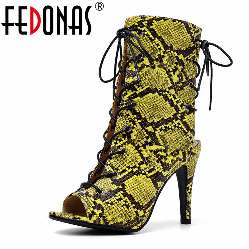 FEDONAS/весенне-летние женские новые модные туфли-лодочки из искусственной кожи на высоком каблуке со шнуровкой и принтами животных мотоциклетные ботинки средней высоты с открытым носком