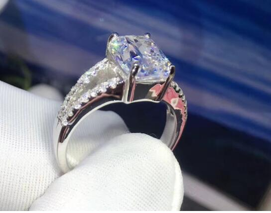 TR104 Luxury 3 85 CARAT cushion cut NSCD Synthetic Gem Hot Celebrity Engagement Rings For Women