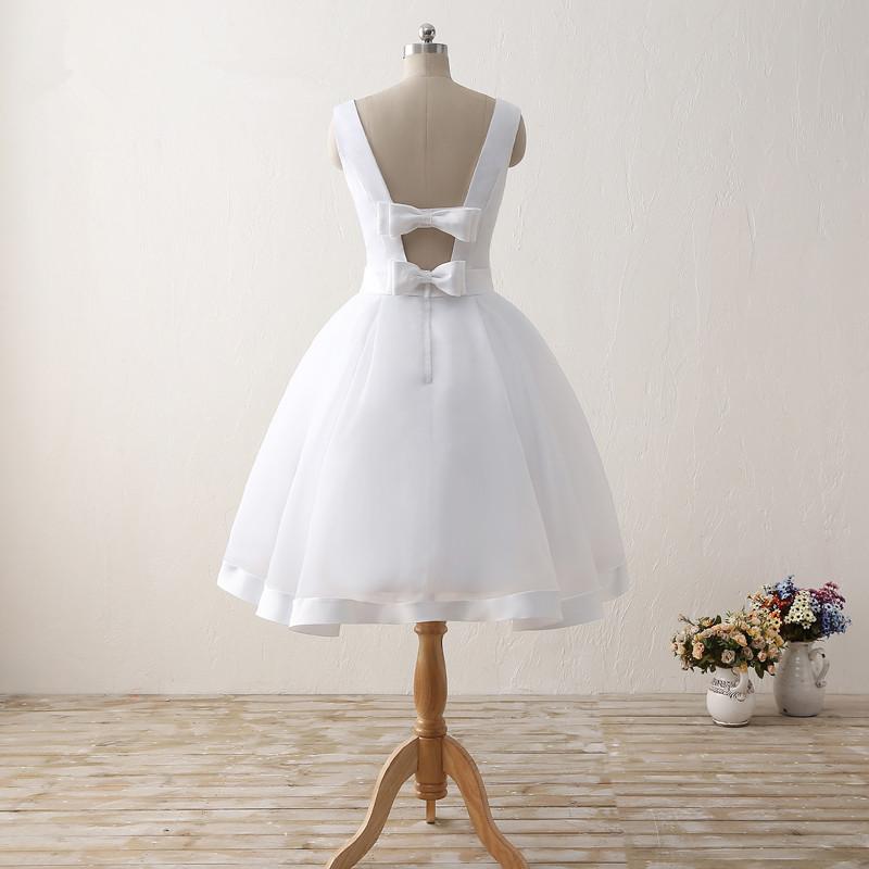 Simple Cheap Short Wedding Dresses 2017 White Knee-Length Wedding Bridal Gowns Sleeveless Scoop Neck Bow Back Robe De Mariage 2