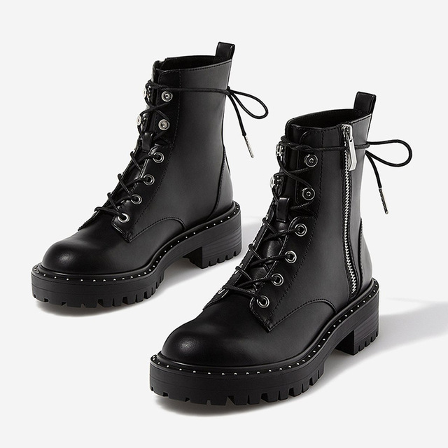 Boussac Lace up Rivets Martin Boots Women Round Toe Ankle Boots for Women Short Plush Winter Shoes Women Botas Mujer SWE0212