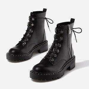 Image 1 - Boussac תחרה עד מסמרות מרטין מגפי נשים בוהן עגול מגפי קרסול נשים קצר בפלאש חורף נעלי נשים Botas Mujer SWE0212