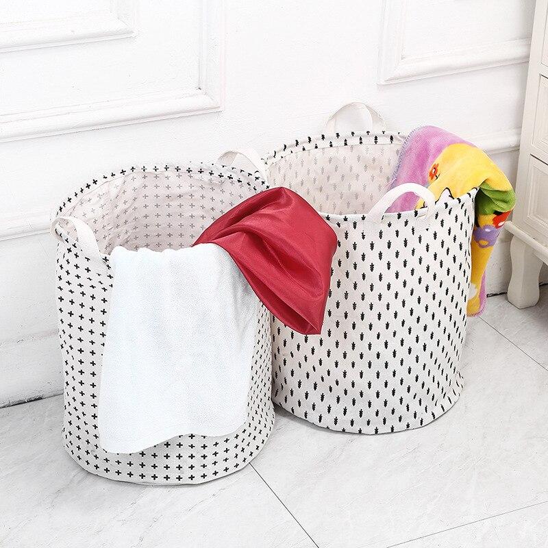 Neue Falten Hand Gehalten Schmutzige Kleidung Wäsche Korb Baumwolle